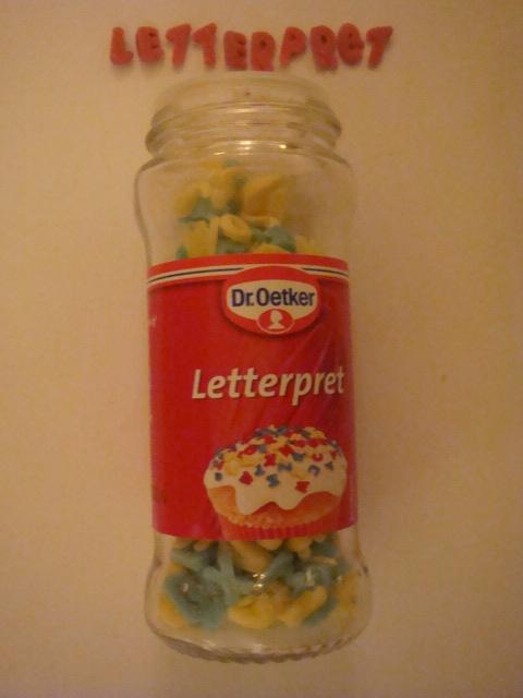 decoratieletters van dr. oetker voor het versieren van taarten en toetjes